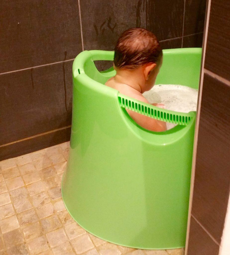 Petits espaces comment laver un b b de 1 an dans une douche piccolo bambino - Comment nettoyer une pomme de douche ...